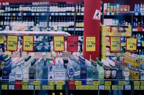 Социологи выяснили, что более трети россиян не употребляют алкогольные напитки