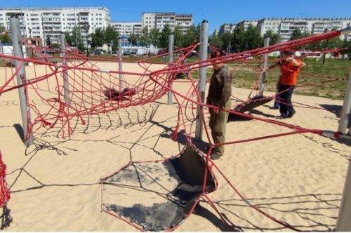 В Йошкар-Оле начали демонтировать детский «Верёвочный городок» в Сомбатхейском микрорайоне
