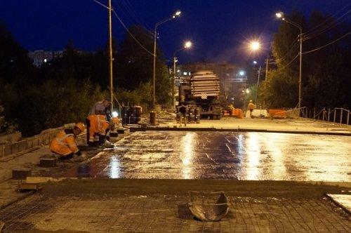 Работы по капитальному ремонту Вараксинского моста продолжаются даже ночью