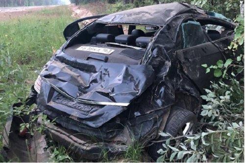 Пьяный водитель на иномарке съехал с дороги в кювет, чтобы проверить дерево на прочность