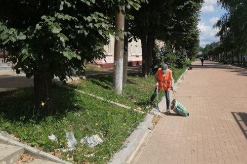Коммунальные службы наводят порядок на улицах Йошкар-Олы с шести часов утра
