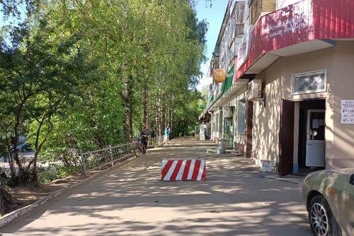 В Йошкар-Оле установили бетонный блок, чтобы ограничить разгрузку товара у магазина