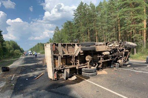 На Казанском тракте столкнулись иномарка, грузовой автомобиль и пассажирский автобус