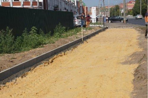 В городе Йошкар-Оле около здания МФЦ на улице Эшкинина делают новый тротуар