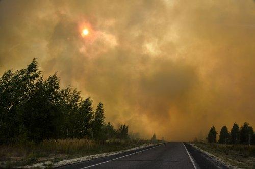 Более тысячи человек продолжают борьбу с огненной стихией в лесах Республики Марий Эл