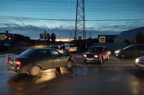 В городе Волжске два легковых автомобиля не поделили один перекрёсток