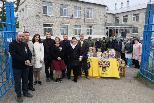 Представители общественных организаций Марий Эл подарили книги дому-интернату из Пектубаево