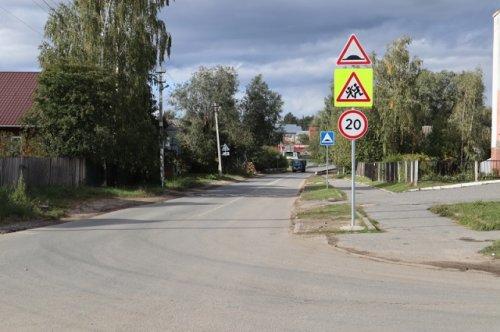 Обустройство перекрёстка около школы в посёлке Знаменский не решило проблему безопасности детей