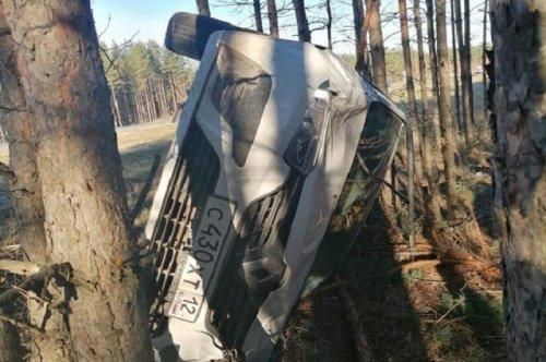 В минувшее воскресенье два водителя не справились с управлением и машины оказались в кювете