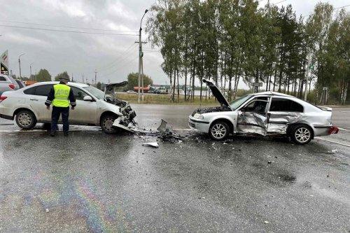 Пять человек были травмированы в результате столкновения двух иномарок на Казанском тракте