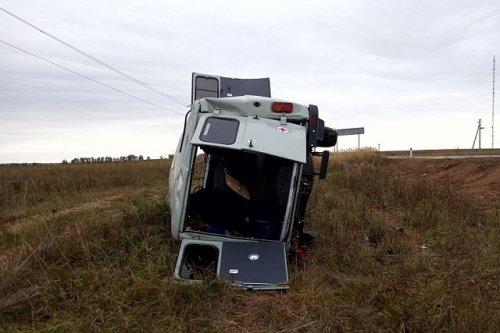 В Марий Эл машина медицинской службы оказалась в кювете по вине пьяного водителя