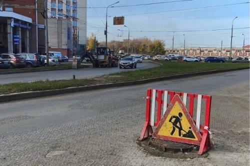 Дорожники ведут ремонтные работы на транспортном кольце около «Визита» в Йошкар-Оле