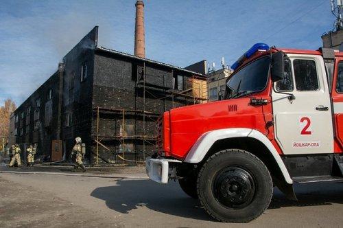 В результате пожара в здании бывшей котельной в Йошкар-Оле повреждена обшивка строения